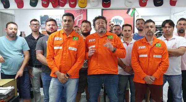 Companheiros da FAFEN-PR (ANSA) e do SINDIQUÍMICA PR orientam os trabalhadores da Fábrica e pedem apoio à Categoria Petroleira
